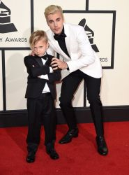 Justin Bieber in Saint Laurent, brought his little brother Jaxon to the 2016 Grammys. (Photo: Jordan Strauss/Invision/AP)
